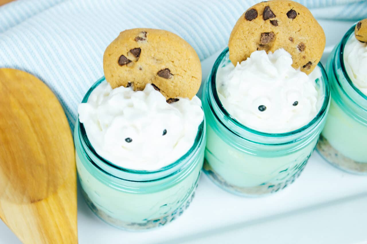 Mason Jar Cookie Cheesecake- No-Bake